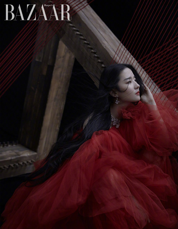 Diễn xuất bị chê bai thảm hại nhưng Lưu Diệc Phi tiếp tục gây sốt với vẻ đẹp ma mị trong loạt ảnh chụp tạp chí - Ảnh 5.
