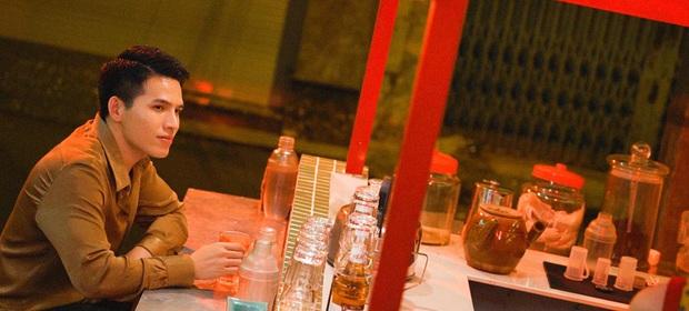 Trong 1 tối Vpop cho ra mắt loạt MV: Dương Hoàng Yến xuyên không, Suboi khoe bụng bầu, Quốc Thiên hát cover còn Đạt G... đi rao bánh mì - Ảnh 5.