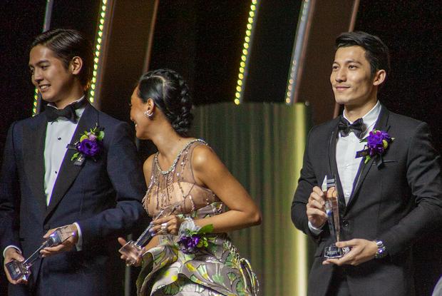 Vừa tay bắt mặt mừng với Yoona, bé Bỉnh đã ẵm ngay giải Ngôi sao Châu Á mới, số hưởng là đây chứ đâu - Ảnh 1.