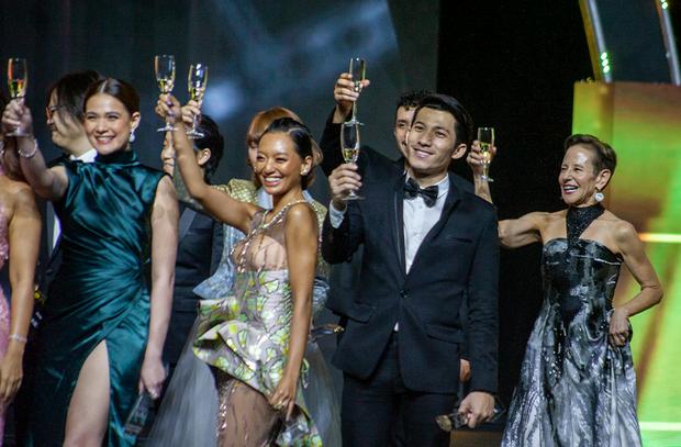Vừa tay bắt mặt mừng với Yoona, bé Bỉnh đã ẵm ngay giải Ngôi sao Châu Á mới, số hưởng là đây chứ đâu - Ảnh 2.