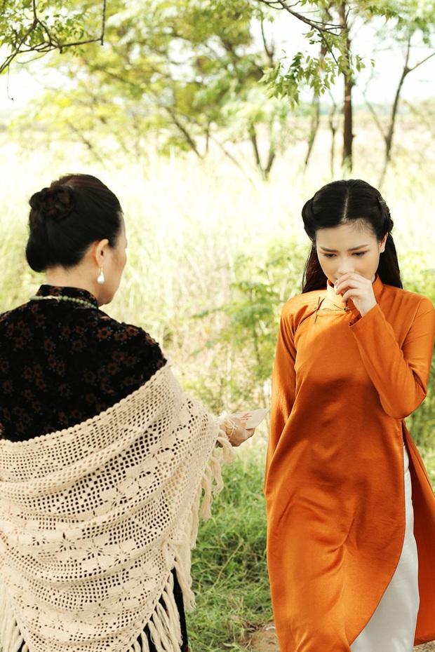 Trong 1 tối Vpop cho ra mắt loạt MV: Dương Hoàng Yến xuyên không, Suboi khoe bụng bầu, Quốc Thiên hát cover còn Đạt G... đi rao bánh mì  - Ảnh 11.