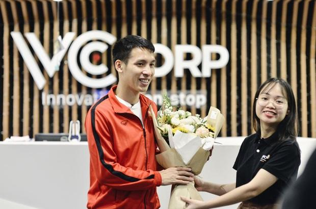 Trò chuyện trực tuyến với tiền vệ Hùng Dũng: Năm nay mình đặc biệt thành công, nhưng Quang Hải vẫn xứng đáng nhất với Quả bóng vàng Việt Nam - Ảnh 1.