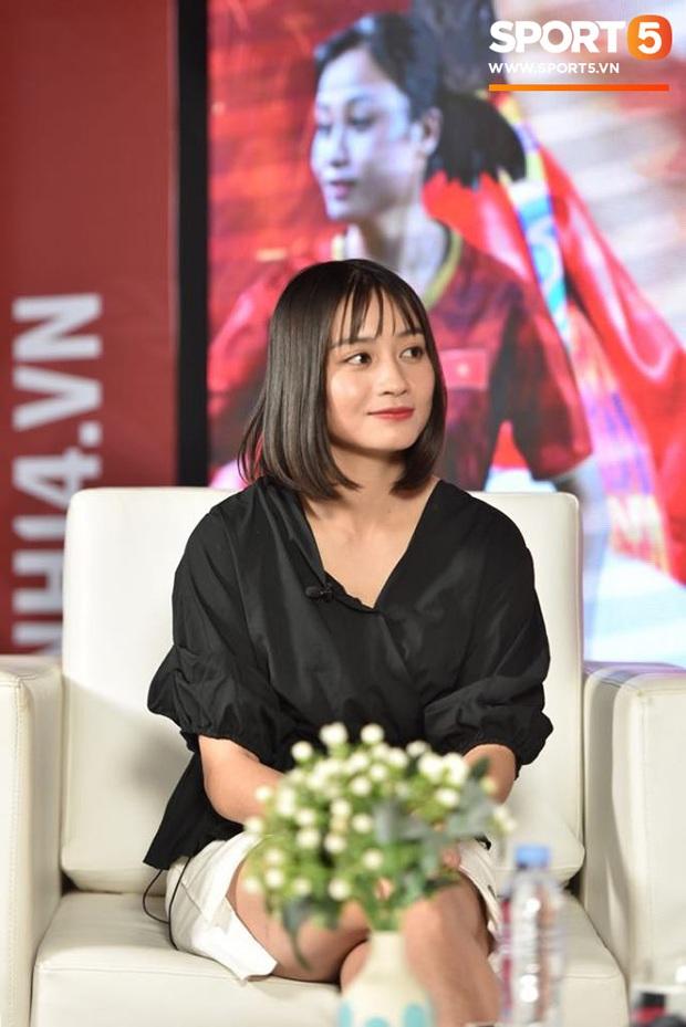 Hot girl bóng đá Hoàng Thị Loan: Em yêu người kém tuổi hay yêu xa đều được, chỉ cần suy nghĩ chững chạc hơn mình - Ảnh 2.