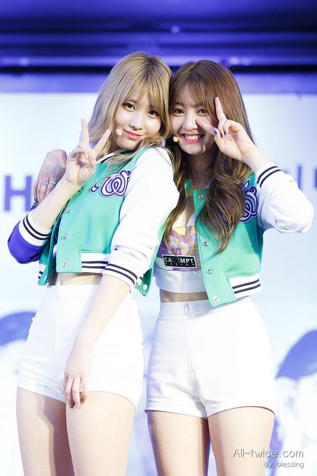 Rộ tin Jihyo và Momo bất ngờ xuất hiện tại SM, fan đồn đoán phải chăng TWICE và Red Velvet sắp có màn kết hợp đỉnh cao? - Ảnh 1.