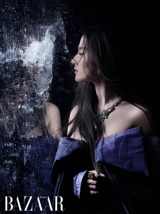 Diễn xuất bị chê bai thảm hại nhưng Lưu Diệc Phi tiếp tục gây sốt với vẻ đẹp ma mị trong loạt ảnh chụp tạp chí - Ảnh 4.