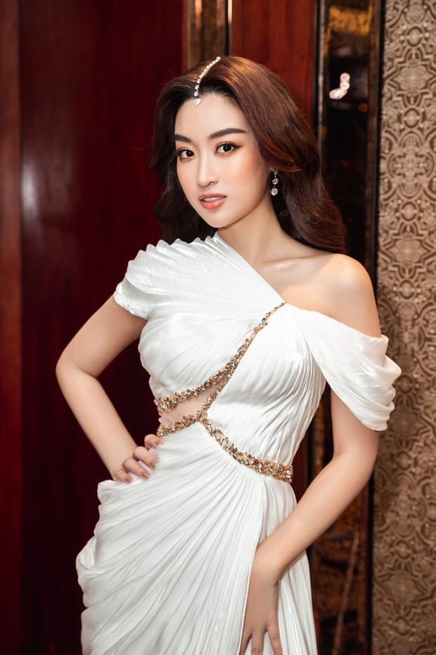 Sự kiện hội tụ cả dàn Hoa hậu quyền lực: Đỗ Mỹ Linh và Tiểu Vy hóa nữ thần, đụng độ loạt mỹ nhân Vbiz chiều cao khủng - Ảnh 4.