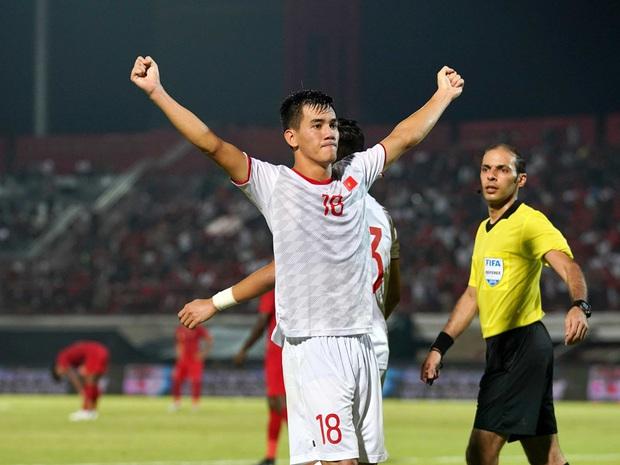 Cầu thủ Tiến Linh lần đầu mặc vest lịch lãm, khác hẳn hình ảnh trên sân cỏ bên cạnh Hoa hậu Ngọc Hân - Ảnh 5.