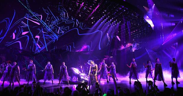 Micro 500 triệu giống Taylor Swift có là gì, Lệ Quyên dùng cả hệ thống ánh sáng trị giá 8 tỷ học hỏi Lady Gaga đầu tư cho Q Show 2 - Ảnh 3.
