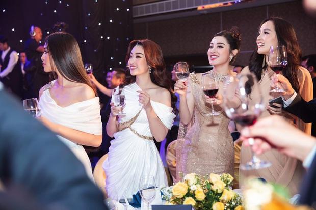 Sự kiện hội tụ cả dàn Hoa hậu quyền lực: Đỗ Mỹ Linh và Tiểu Vy hóa nữ thần, đụng độ loạt mỹ nhân Vbiz chiều cao khủng - Ảnh 11.