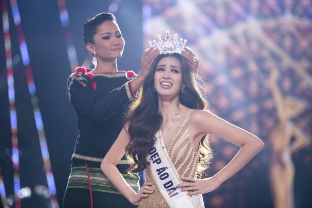 Các thánh soi phát hiện Hoa hậu Khánh Vân làm gãy vương miện chưa đầy 1 tuần sau đăng quang - Ảnh 1.