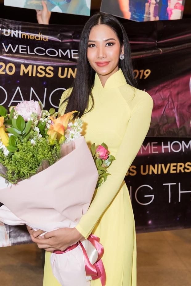 Tân Hoa hậu Khánh Vân đón Hoàng Thùy trở về từ Mỹ lúc nửa đêm sau thành tích Top 20 Miss Universe - Ảnh 1.