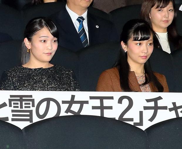 Hai công chúa Nhật Bản hiếm hoi đi dự sự kiện cùng nhau: Người tươi vui rạng rỡ, người trầm lặng gượng cười - Ảnh 1.