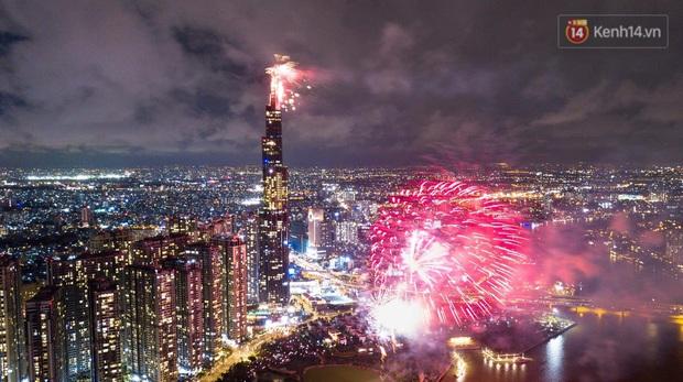 TP.HCM bắn pháo hoa tại 3 điểm mừng Tết Dương lịch 2020 - Ảnh 1.