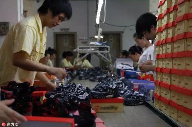 Khám phá loạt thủ phủ hàng hiệu nhái ở Trung Quốc: Muôn hình vạn trạng đủ loại mặt hàng, thật giả lẫn lộn khiến nhiều thương hiệu quốc tế chao đảo - Ảnh 2.