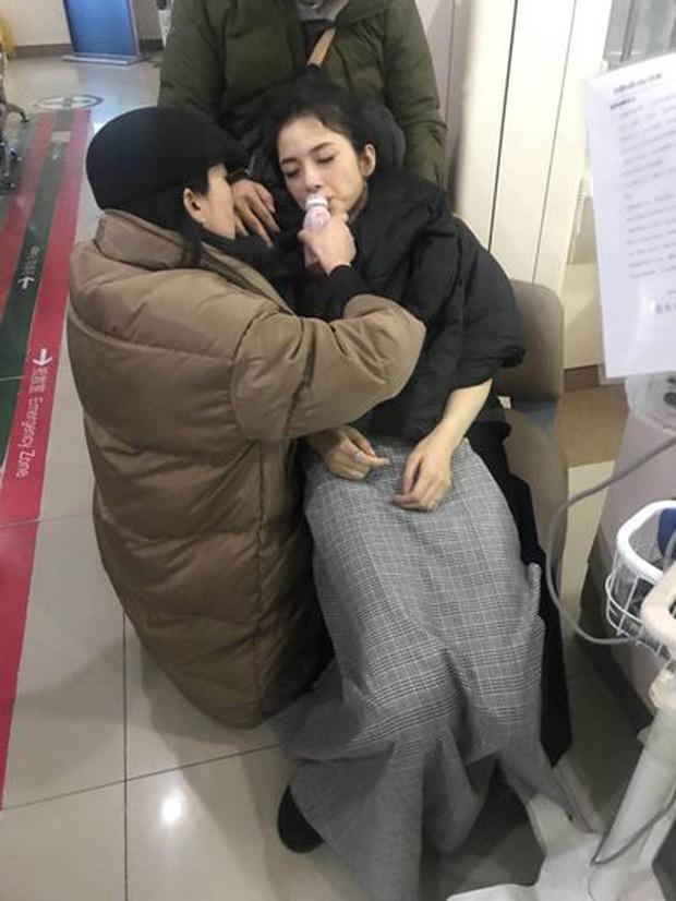 Kiều nữ Cbiz diện đầm gợi cảm nhưng mặt tái mét, có người còn ngất xỉu vì cái lạnh dưới 0 độ C - Ảnh 11.