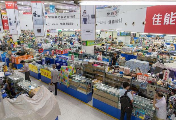 Khám phá loạt thủ phủ hàng hiệu nhái ở Trung Quốc: Muôn hình vạn trạng đủ loại mặt hàng, thật giả lẫn lộn khiến nhiều thương hiệu quốc tế chao đảo - Ảnh 13.