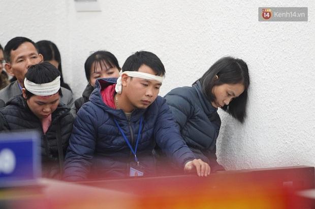 Kẻ truy sát cả nhà em ruột ở Đan Phượng cúi gằm mặt khi bị tuyên án tử hình - Ảnh 21.