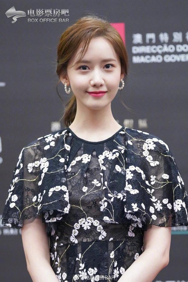 Yoona thay liền 2 bộ váy: Vừa kín đáo đã quay ngoắt sang lồng lộn đúng chuẩn nữ hoàng thảm đỏ khiến ai cũng trầm trồ - Ảnh 3.