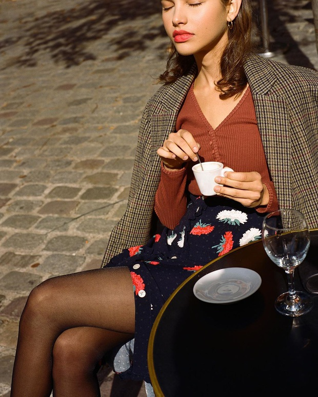 Phụ nữ Pháp diện chân váy theo 5 cách đẹp mê hồn, bạn phải học ngay đi kẻo kết thúc mùa Đông là tiếc nuối - Ảnh 4.