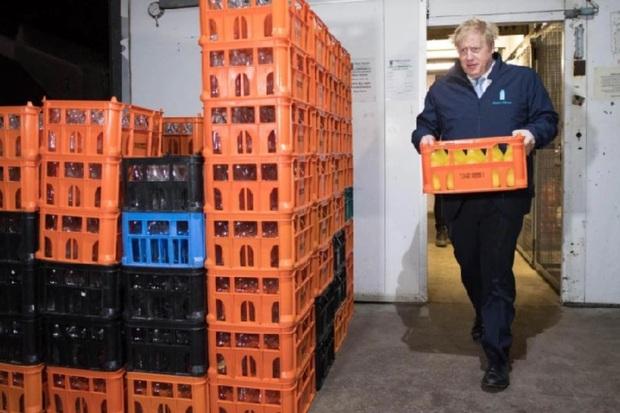 Thủ tướng Anh đi giao sữa trước cuộc bầu cử quan trọng - Ảnh 5.