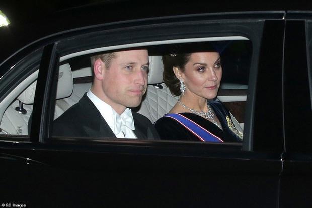 """Công nương Kate Middleton kín đáo mà vẫn đẹp """"ná thở"""" sau khi sửa váy để bớt sexy - Ảnh 5."""