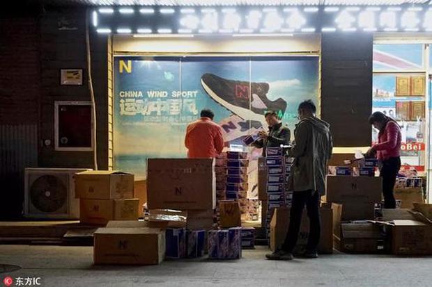 Khám phá loạt thủ phủ hàng hiệu nhái ở Trung Quốc: Muôn hình vạn trạng đủ loại mặt hàng, thật giả lẫn lộn khiến nhiều thương hiệu quốc tế chao đảo - Ảnh 5.