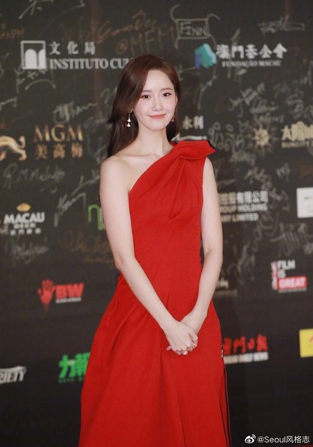 Yoona thay liền 2 bộ váy: Vừa kín đáo đã quay ngoắt sang lồng lộn đúng chuẩn nữ hoàng thảm đỏ khiến ai cũng trầm trồ - Ảnh 7.