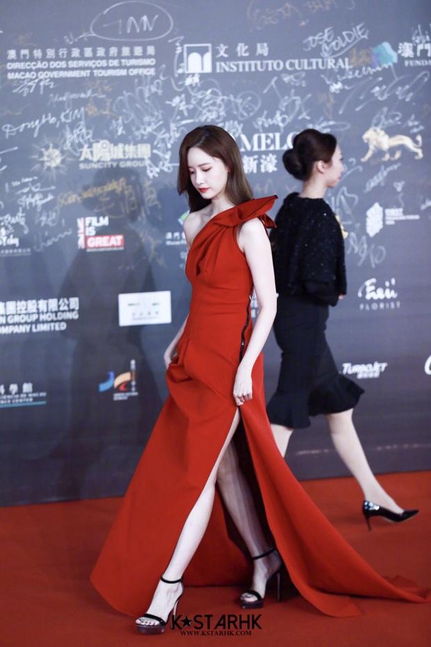 Yoona thay liền 2 bộ váy: Vừa kín đáo đã quay ngoắt sang lồng lộn đúng chuẩn nữ hoàng thảm đỏ khiến ai cũng trầm trồ - Ảnh 10.