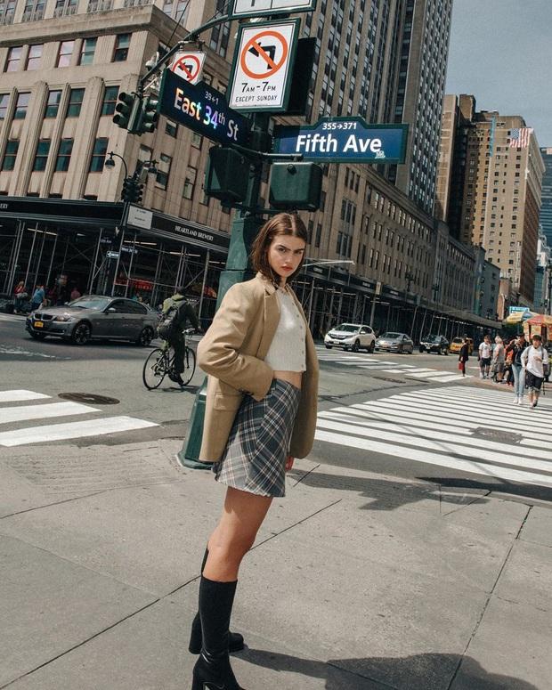Phụ nữ Pháp diện chân váy theo 5 cách đẹp mê hồn, bạn phải học ngay đi kẻo kết thúc mùa Đông là tiếc nuối - Ảnh 10.