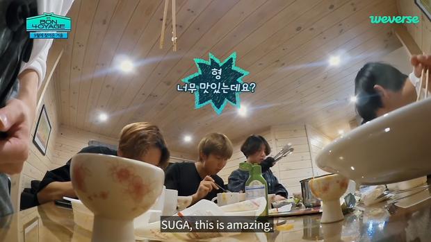 Suga (BTS) trổ tài làm canh kim chi ngon đến mức khiến em út Jungkook muốn từ bỏ luôn kế hoạch giảm cân của mình - Ảnh 6.
