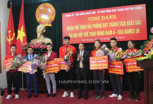 Hải Phòng trao thưởng khủng cho thủ môn Văn Toản và các VĐV đoạt huy chương SEA Games 30: 200 triệu/HCV, 100 triệu/HCB, 50 triệu/HCĐ - Ảnh 1.