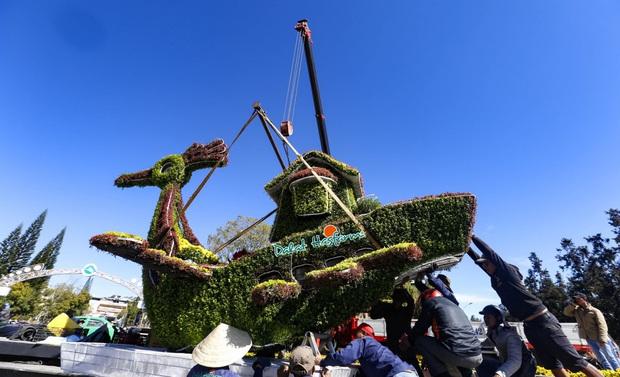 Hàng chục chậu hoa trưng bày ở Festival Hoa Đà Lạt bị kẻ gian bê trộm - Ảnh 1.