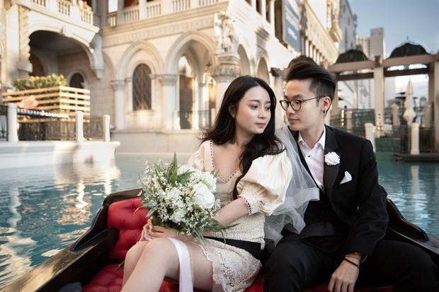 Rich kid shopping 2,3 tỷ/lần khoe thiệp cưới trong suốt cực sang, nhưng in nhầm năm rồi phải không ơ kìa? - Ảnh 1.