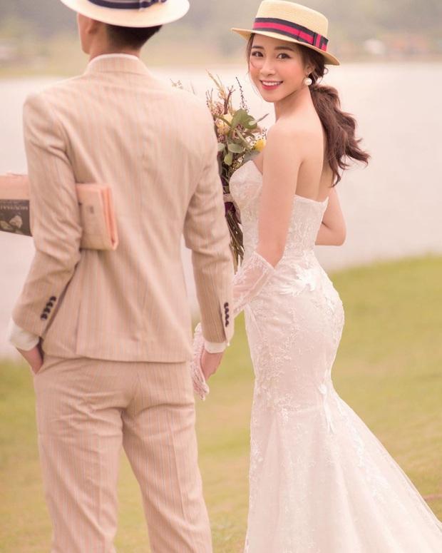 Vợ sắp cưới của Phan Văn Đức lại nhá hàng ảnh giấu mặt chú rể, caption đi mượn nhưng nghe chí lí ghê - Ảnh 1.