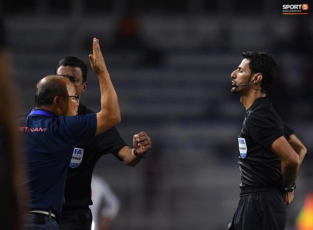 3 ngày sau khi phải nhận thẻ đỏ đầu tiên trong sự nghiệp, HLV Park Hang-seo thẳng thắn lên tiếng: Trọng tài giỏi sẽ không quyết định như thế - Ảnh 1.