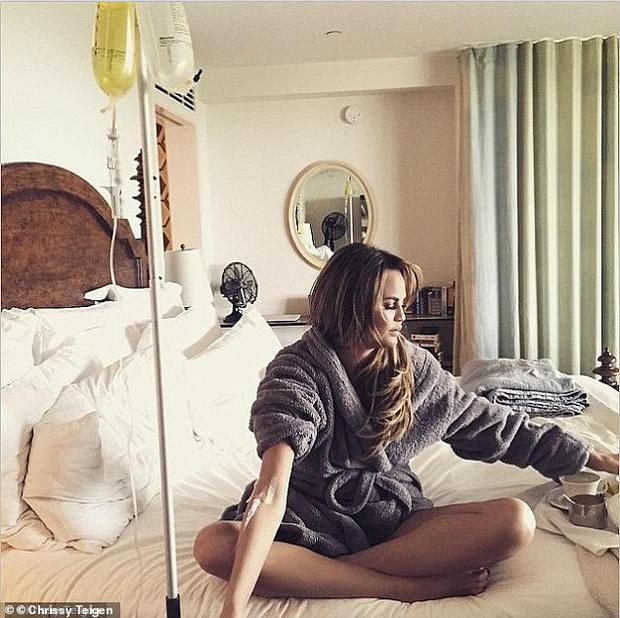 Ăn chay 22 ngày của Beyoncé, kẹo dưỡng da tóc của Kim Kardashians và truyền vitamin giữ dáng của Rihanna bị chuyên gia chê tơi tả - Ảnh 1.
