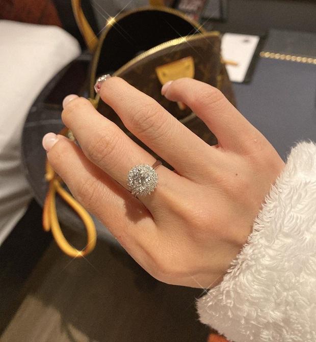 Huỳnh Phương khoe tặng nhẫn kim cương cho Sĩ Thanh, hội anh em cây khế ùa vào nhắc khéo chuyện nợ tiền - Ảnh 1.