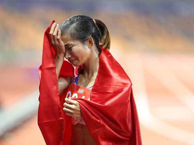 """Bố mẹ của nữ VĐV điền kinh giành 3 HCV rồi ngã gục tại SEA Games: """"Chỉ mong con cố gắng vì màu cờ sắc áo chứ không mong tiền mang về - Ảnh 1."""
