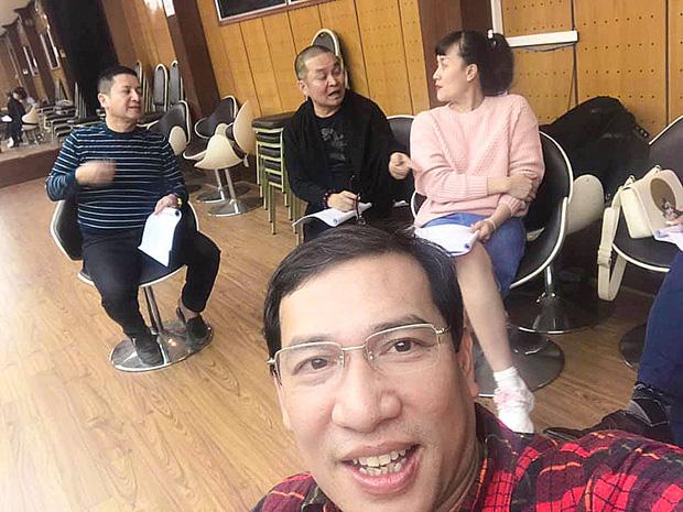 Hé lộ hậu trường dàn nghệ sĩ miền Bắc quên giá rét chuẩn bị cho chương trình thay Táo quân, Xuân Hinh bất ngờ xuất hiện - Ảnh 3.