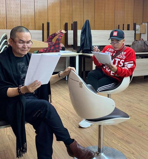 Hé lộ hậu trường dàn nghệ sĩ miền Bắc quên giá rét chuẩn bị cho chương trình thay Táo quân, Xuân Hinh bất ngờ xuất hiện - Ảnh 2.