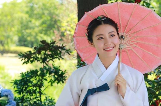 """Từ Kim Tae Hee đến """"cựu sao nhí"""" Kim So Hyun đều xinh truỵ tim ở tạo hình cổ trang phim Hàn - Ảnh 11."""
