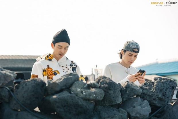 Cặp Yêu tinh – Thần chết tái ngộ trên talkshow của Lee Dong Wook: Visual đẹp ná thở lại còn tình bể bình - Ảnh 9.