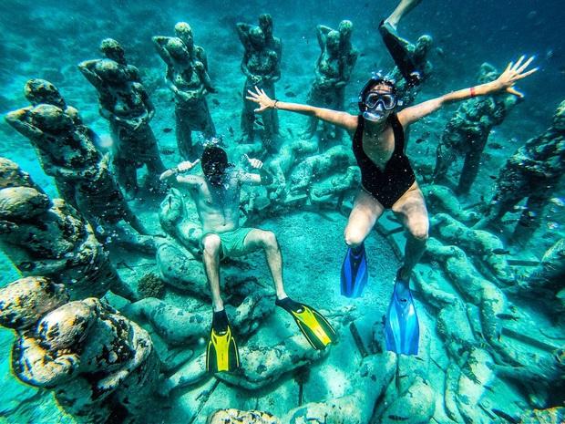 Lặn biển và kết bạn với… những pho tượng, trải nghiệm kỳ lạ chỉ có tại khu vườn điêu khắc dưới đáy đại dương ở Indonesia - Ảnh 12.