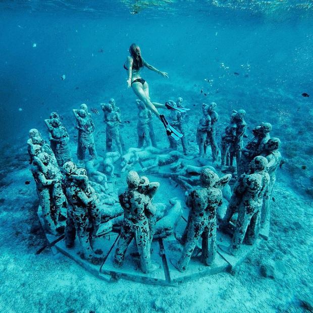 Lặn biển và kết bạn với… những pho tượng, trải nghiệm kỳ lạ chỉ có tại khu vườn điêu khắc dưới đáy đại dương ở Indonesia - Ảnh 7.