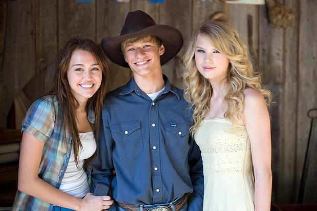 Biệt đội tình cũ của Taylor Swift bây giờ thế nào: Joe đã lấy vợ, Loki và người sói không gây sốc bằng Harry Style - Ảnh 19.
