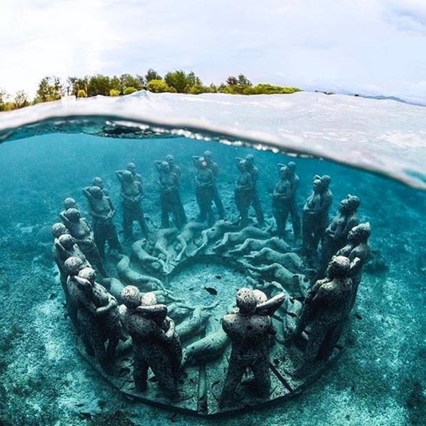 Lặn biển và kết bạn với… những pho tượng, trải nghiệm kỳ lạ chỉ có tại khu vườn điêu khắc dưới đáy đại dương ở Indonesia - Ảnh 6.