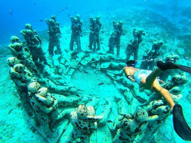 Lặn biển và kết bạn với… những pho tượng, trải nghiệm kỳ lạ chỉ có tại khu vườn điêu khắc dưới đáy đại dương ở Indonesia - Ảnh 9.