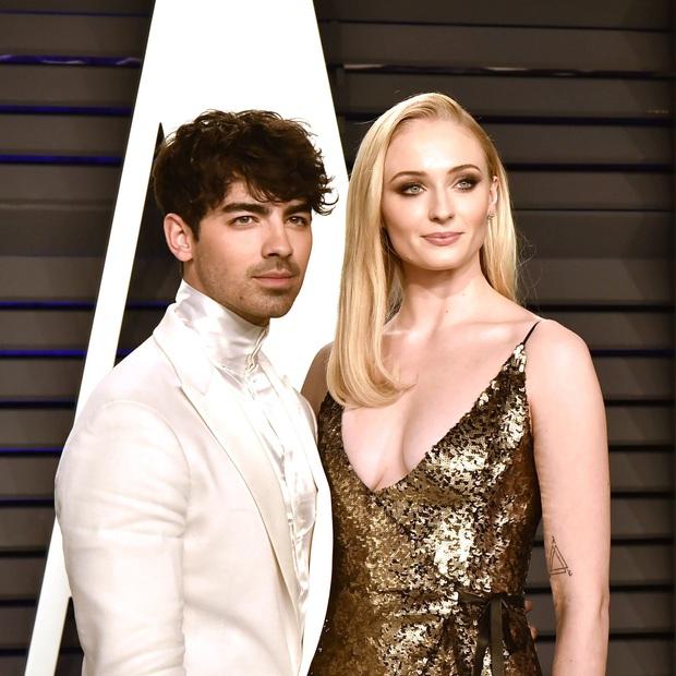 Biệt đội tình cũ của Taylor Swift bây giờ thế nào: Joe đã lấy vợ, Loki và người sói không gây sốc bằng Harry Style - Ảnh 6.