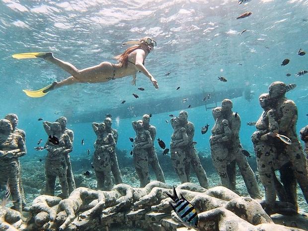Lặn biển và kết bạn với… những pho tượng, trải nghiệm kỳ lạ chỉ có tại khu vườn điêu khắc dưới đáy đại dương ở Indonesia - Ảnh 13.