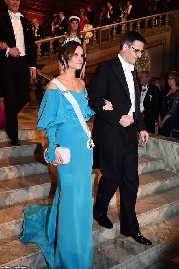 3 nhân vật nữ của Hoàng gia Thụy Điển gây sốt truyền thông, thu hút mọi ánh nhìn bằng vẻ đẹp gợi cảm chết người tại cùng một sự kiện - Ảnh 2.